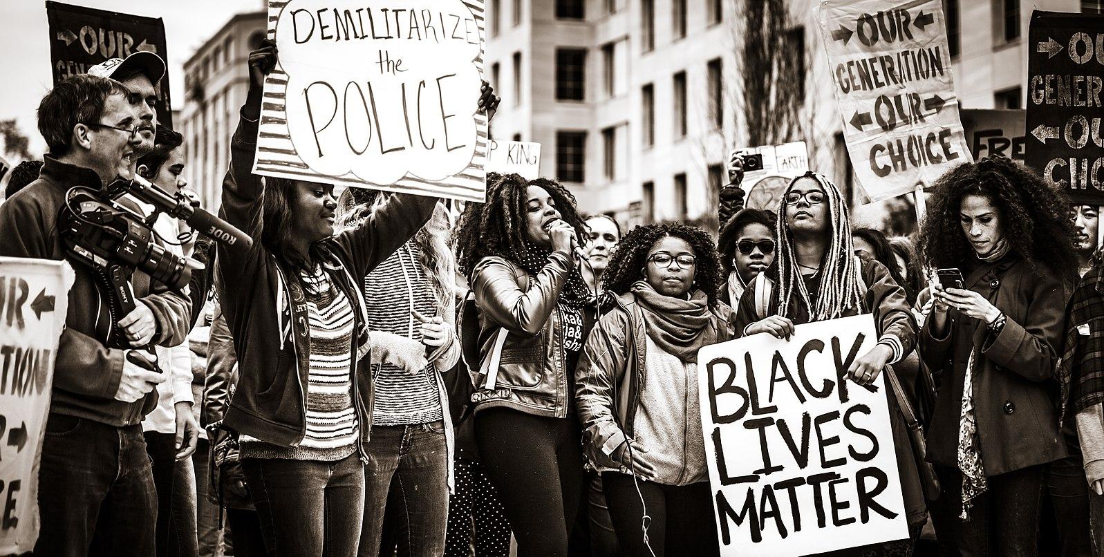 Mensenrechtendialoog: racisme en discriminatie